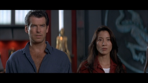 large_blu-ray_tomorrowneverdies02